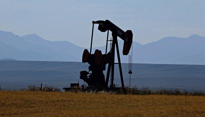 Naftas cenas sarūk, pasliktinoties investoru noskaņojumam