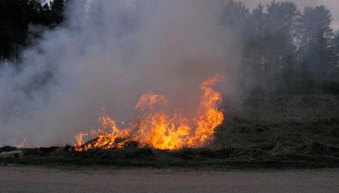 Salaspils novadā degusi kūla
