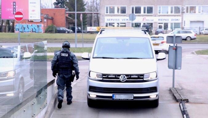 Apcietina vienu no 50 miljonu eiro atmazgāšanas lietā aizdomās turētajiem