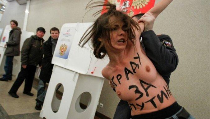 Vēlēšanu iecirknī, kur nobalsoja Putins, protestē Ukrainas kustības 'Femen' aktīvistes