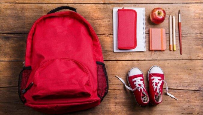 Runā māmiņas: lietas, kam noteikti jābūt bērna skolas somā