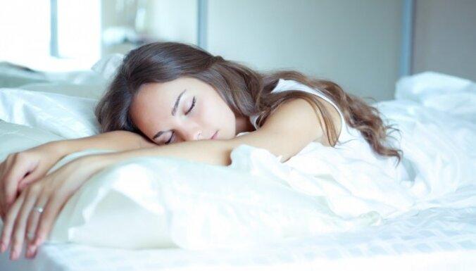 Сомнологи выяснили, о чем люди говорят во сне и как часто матерятся