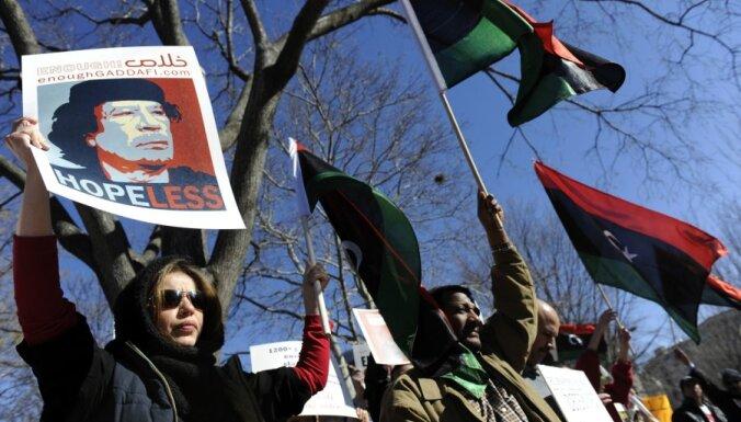 Starptautiskā sabiedrība asi nosoda vēršanos pret protestētājiem Lībijā