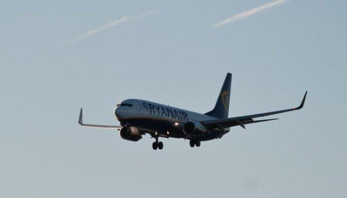 Četras zemo cenu lidsabiedrības piekrīt pasažieriem Itālijā atdot naudu par atceltajiem lidojumiem