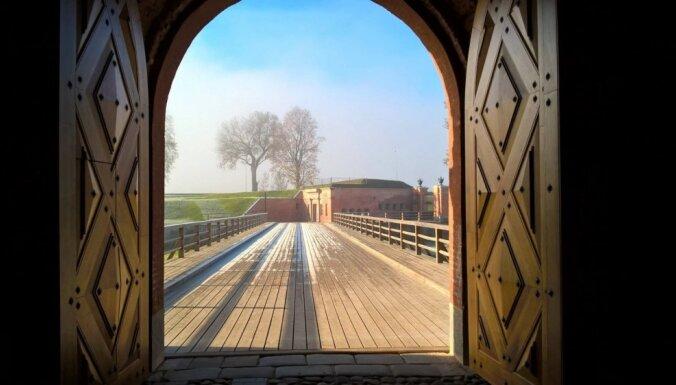 Foto: Mirdzošs rudens rīts Daugavpils cietoksnī