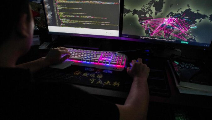 Ķīnā viedokli par Covid-19 cenšas mainīt simti tūkstoši interneta troļļu, izpētījis medijs