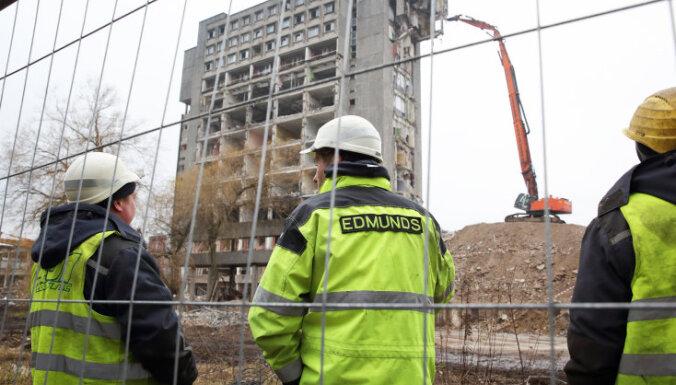 """ФОТО: Новая эра. В Риге начат снос здания бывшего завода """"Радиотехника"""""""