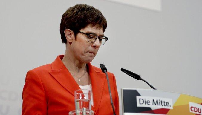 'Mini Merkele' nekandidēšot uz Vācijas kancleres amatu