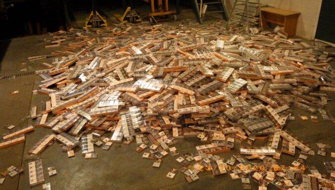 ФОТО. В грузовиках обнаружили тайники с 1,5 млн контрабандных сигарет