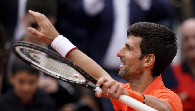 Džokovičs iesoļo 'French Open' trešajā kārtā
