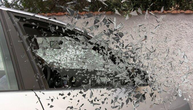 Результаты снежного дня в Риге: почти 100 аварий