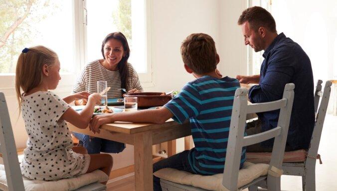 Kā pabarot ģimeni pusstundā – gardas idejas visai nedēļai