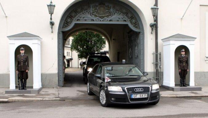 Judins: eksprezidentiem automašīnas izmantošanai būs katru reizi jāpiesakās