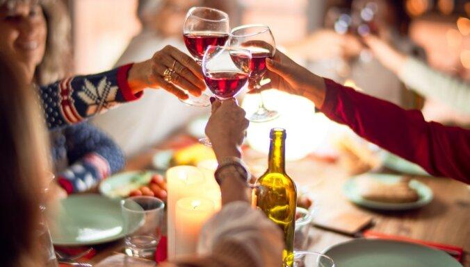 Dobeles novadā vienuviet konstatē trīs stipri iereibušas sievietes no dažādām mājsaimniecībām