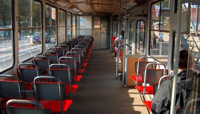 В Лиепае парень попал под трамвай
