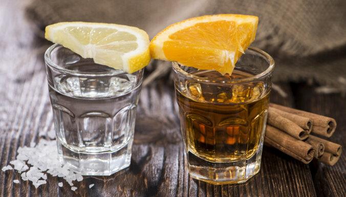 Nelegāla alkohola tirgotava Āgenskalnā 'iekrīt' ar vienas pudeles pārdošanu