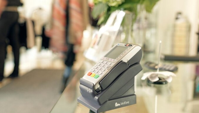 За полгода в Латвии совершено 235,5 млн транзакций на сумму 104,7 млрд евро