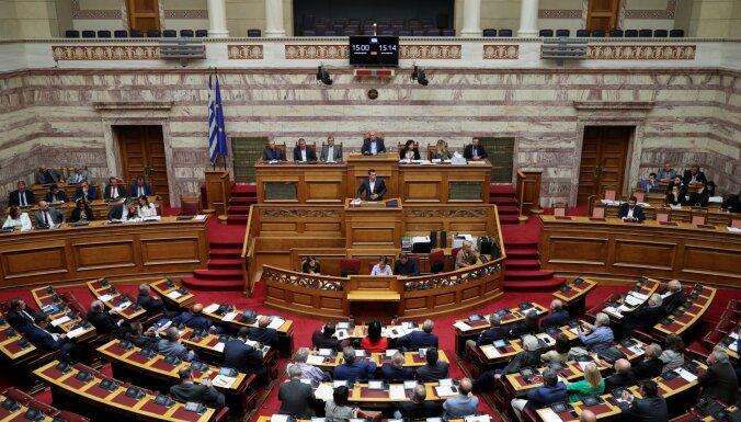 Grieķijas valdība pirms vēlēšanām samazinājusi nodokļus un palielinājusi pensijas