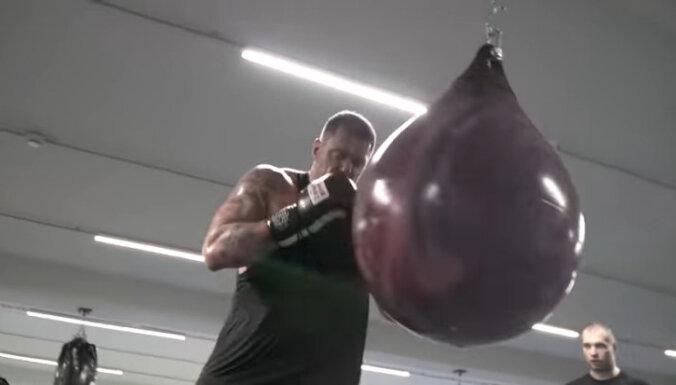 ВИДЕО: Каспар Камбала готовится к субботнему бою с белорусом в Arēna Rīga