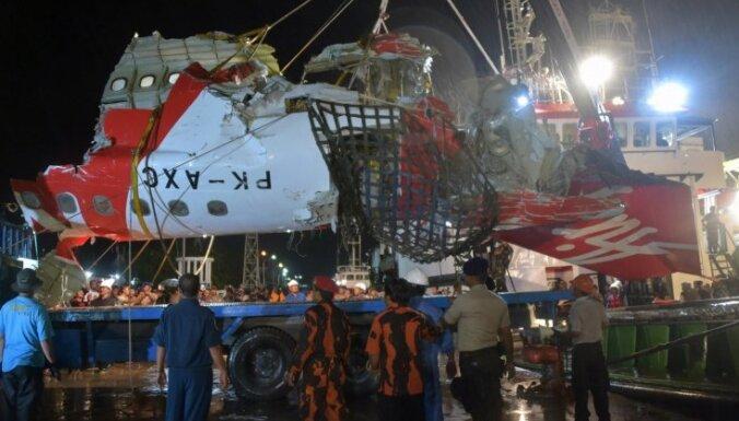 'AirAsia' katastrofa: Vainojama tehniska problēma un apkalpes kļūda