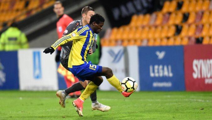 Deviņu dzelteno kartīšu mačā 'Ventspils' cīņā par trešo vietu pieveic 'Spartaku'