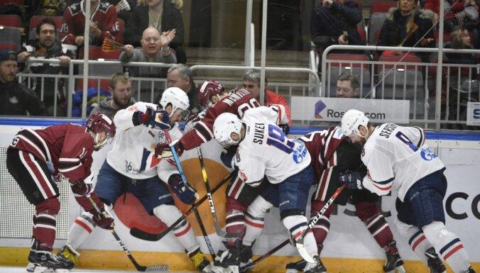 Rīgas 'Dinamo' paliek bez punktiem mačā pret KHL pastarīti