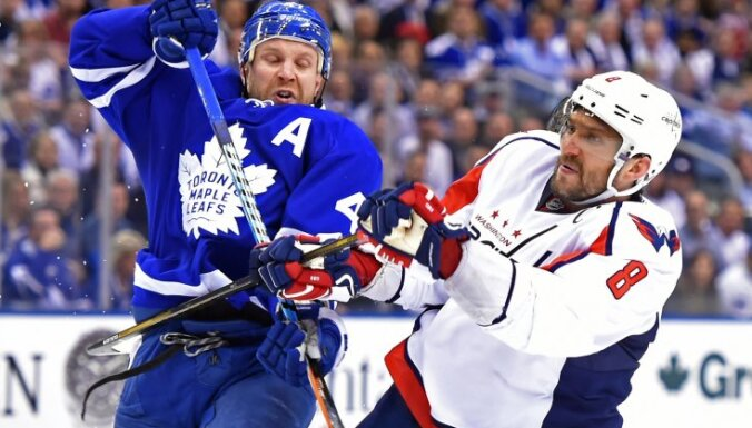 Toronto Maple Leafs forward Leo Komarov (47) and Washington Capitals forward Alex Ovechkin