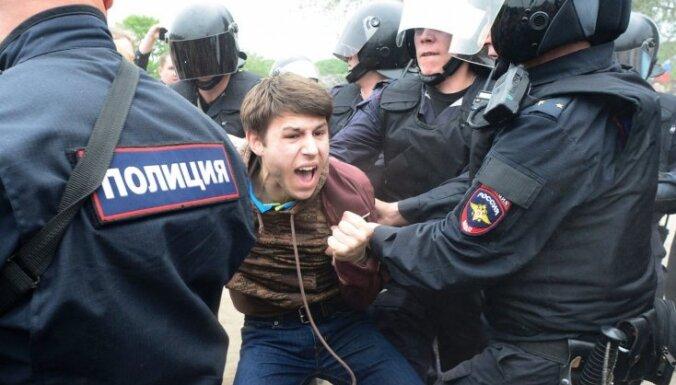 За неделю задержаны более 100 участников акций в поддержку Навального
