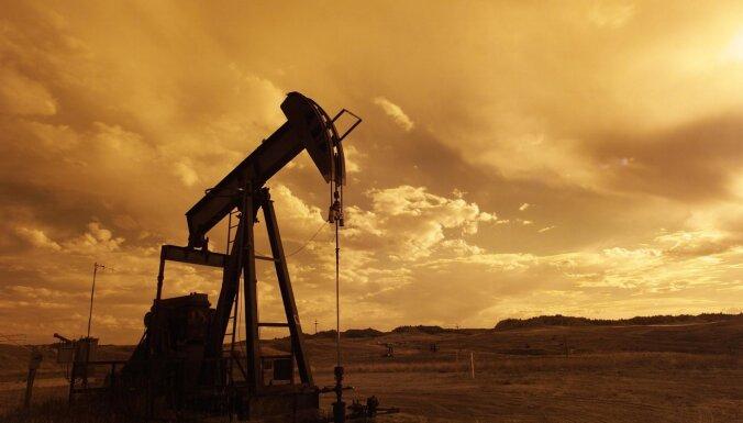 IEA: Naftas pieprasījums pasaulē atkal palielināsies no oktobra