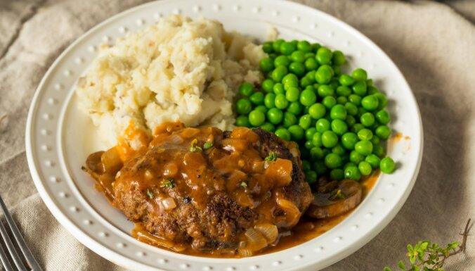Milzu kotletes soli pa solim: gatavojam amerikāņu virtuves klasiku – Solsberija steikus