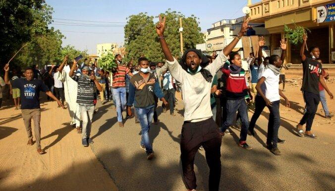 Pirms plānotajiem protestiem Sudānā aiztur deviņus opozīcijas līderus