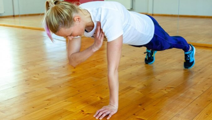 Специальный комплекс упражнений для женщин в домашних условиях