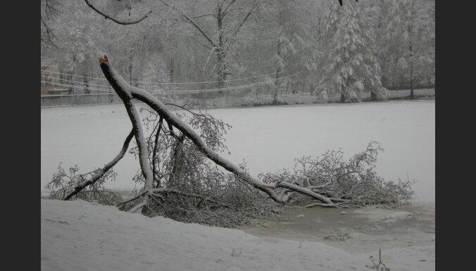 Ķīnā stipras snigšanas dēļ cietuši 76 000 cilvēku
