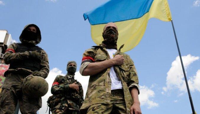 """Бойцы """"Правого сектора"""" блокируют Крым бетонными заграждениями"""
