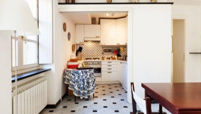 Šaurība virtuvē: kā gudri un gaumīgi izmantot mazos sienas laukumus