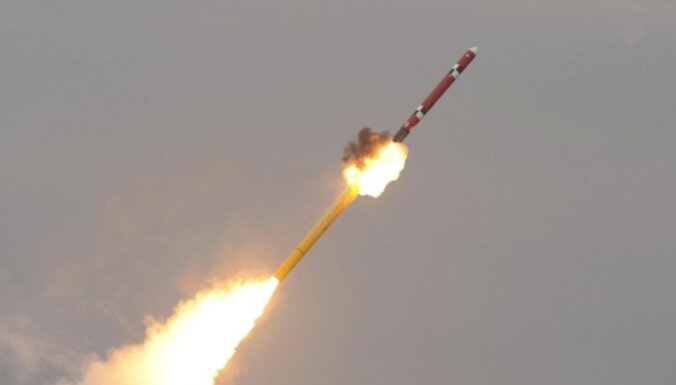 Ziemeļkoreja palaidusi trīs raķetes