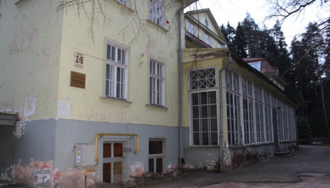 Ogrē slēdz Bērnu slimnīcas rehabilitācijas nodaļu; iedzīvotāji protestē