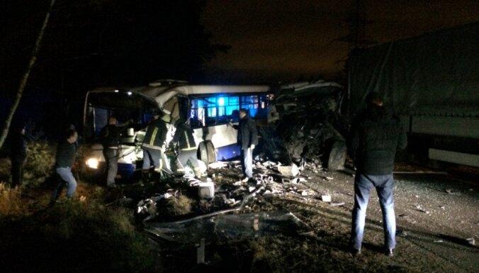 Тяжелая авария в Риге: один человек погиб и 11 пострадали