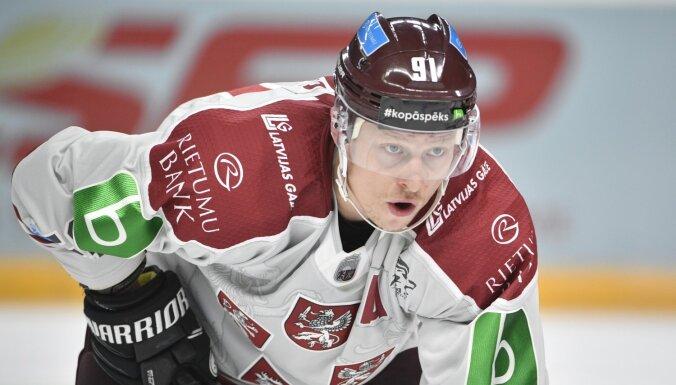 Latvijas hokejisti noraidījumiem bagātā spēlē piekāpjas Šveices izlasei
