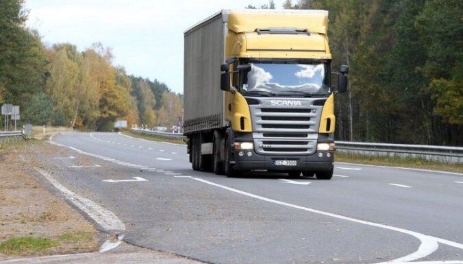 Inčukalnā kravas automašīna notriec vīrieti; cietušais mirst notikuma vietā