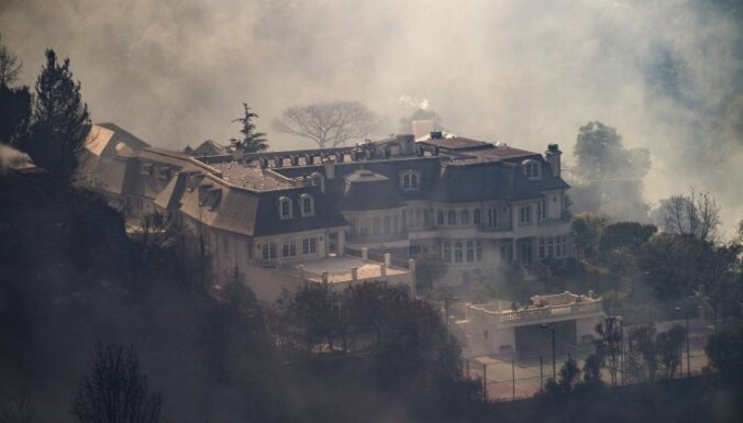 Лесные пожары в Калифорнии угрожают Лос-Анджелесу
