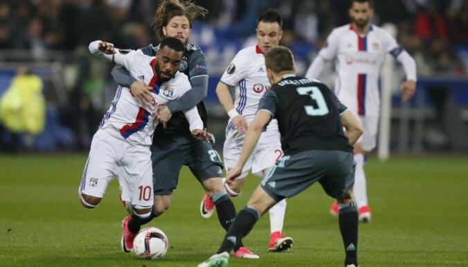 Ajax Lasse Schone vs Lyon Alexandre Lacazette