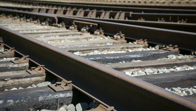 Starp Imantas un Zolitūdes stacijām vilciens sabraucis cilvēku