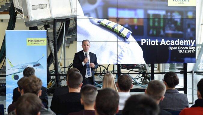 ФОТО: День открытых дверей в Академии пилотов airBaltic вызвал большой интерес