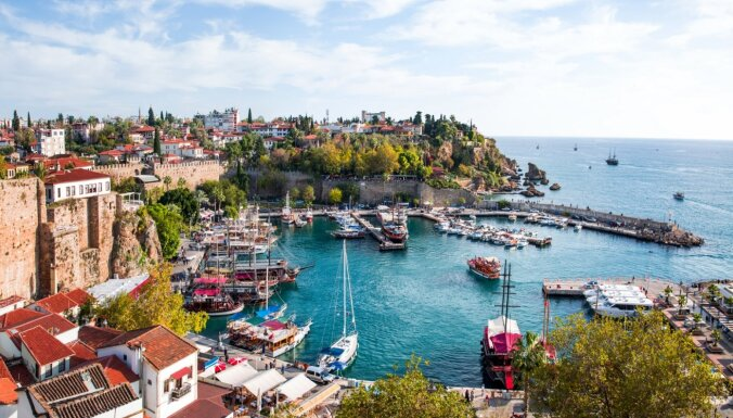 Власти Турции рекомендовали перенести туристический сезон