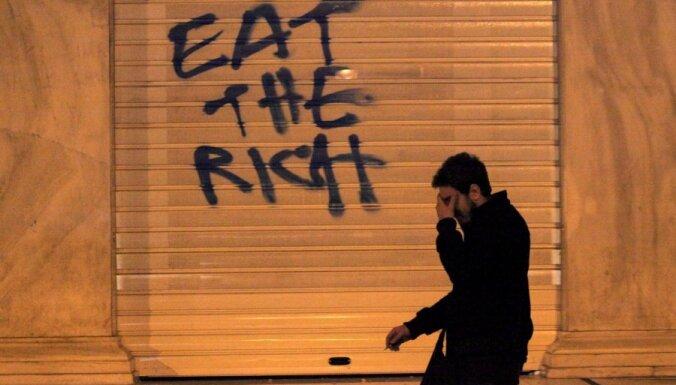 МВФ: Европе следовало простить долги Греции