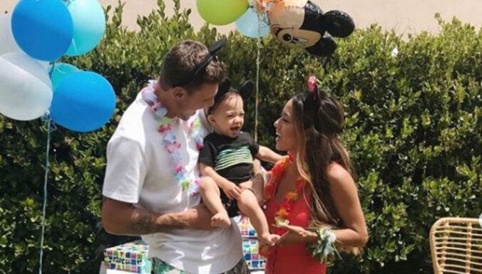 Māra Štromberga dēliņš Rio Džeimss sirsnīgi nosvin pirmo jubileju