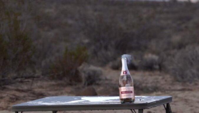Video: Kā ar snaipera šauteni atvērt šampanieti