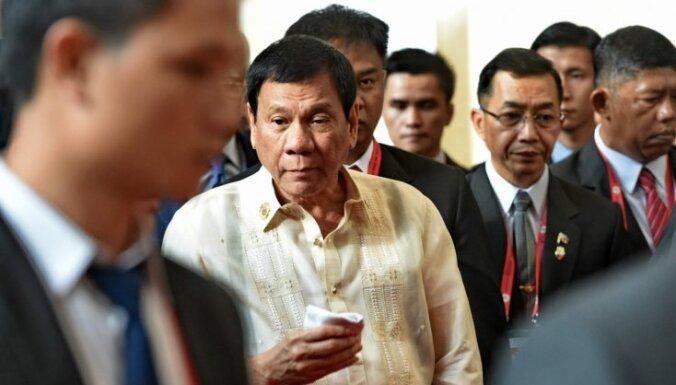 Pēc apsaukāšanās skandāla tomēr tikušies ASV un Filipīnu prezidenti