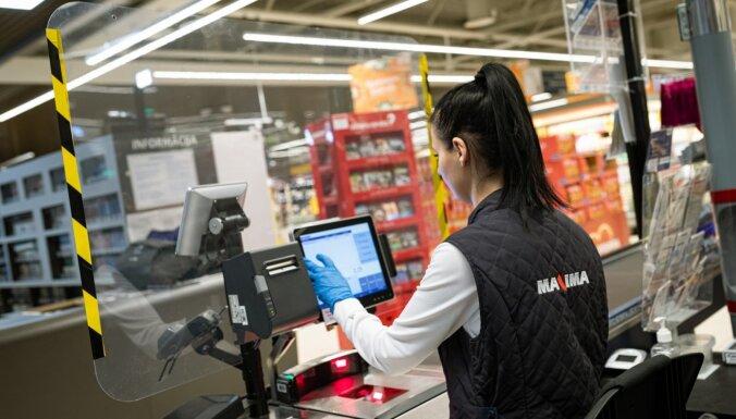 ФОТО: В магазинах Maxima на кассах появятся защитные барьеры